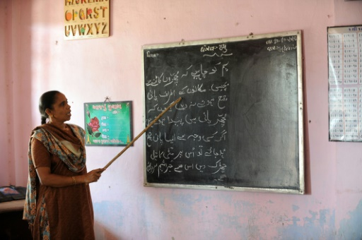 Ditch English for Urdu, Pakistan court orders government