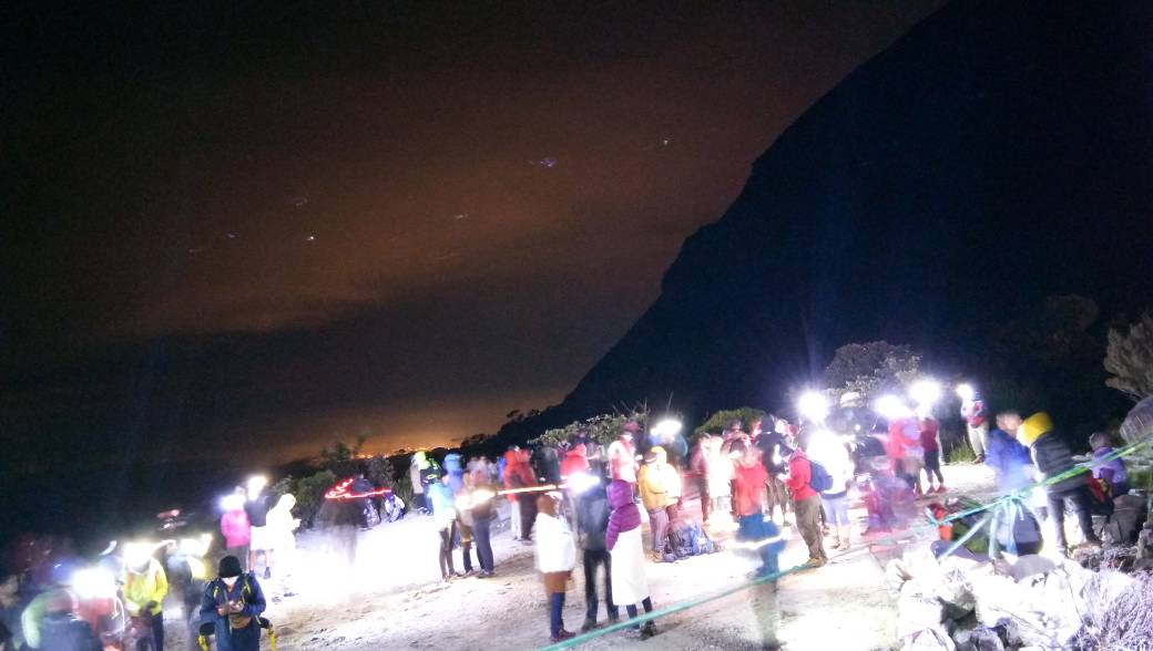 Over 100 climbers rush to safety after earthquake strikes