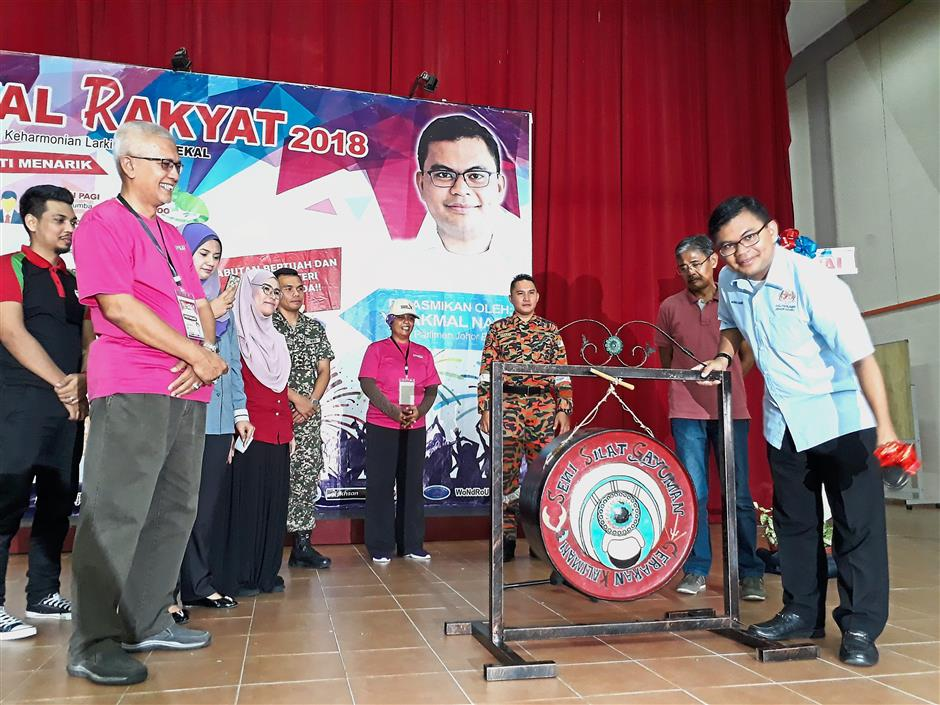 One for the young: Akmal (right) launching the Karnival Rakyat event at the Youth and Sports Complex in Johor Baru.