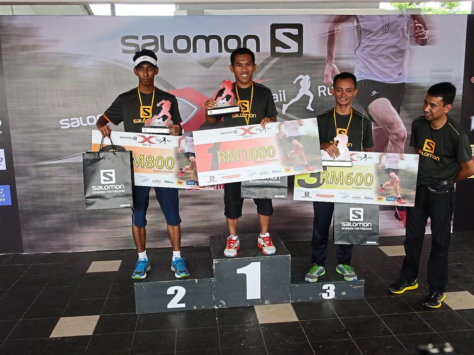 Proud trio: Glenny (right) with the winners (from left) Nik Fakaruddinl, Mohamad Affindi and Muhammad Asdi.