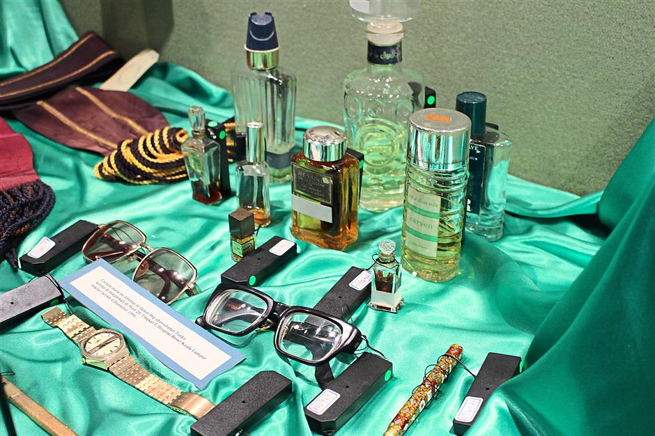 Tunku Abdul Rahman Putra Al-Hajs personal items including spectacles, watches and cologne are on display in the museum. There is also a rang of his clothes and sports memerabelia.