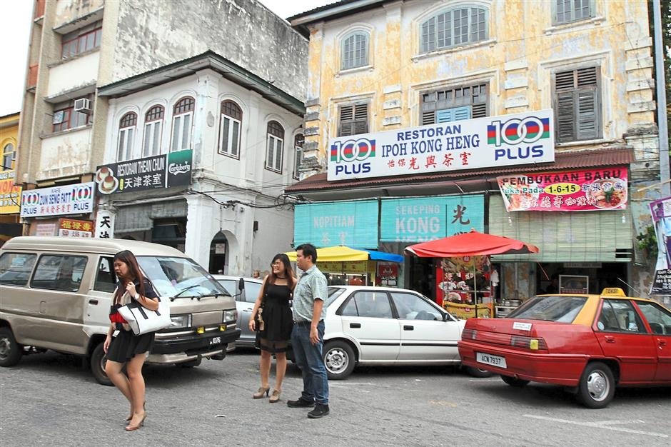 Many people visited souvenir and eateries shops at Ipoh Old Town during the weekend.