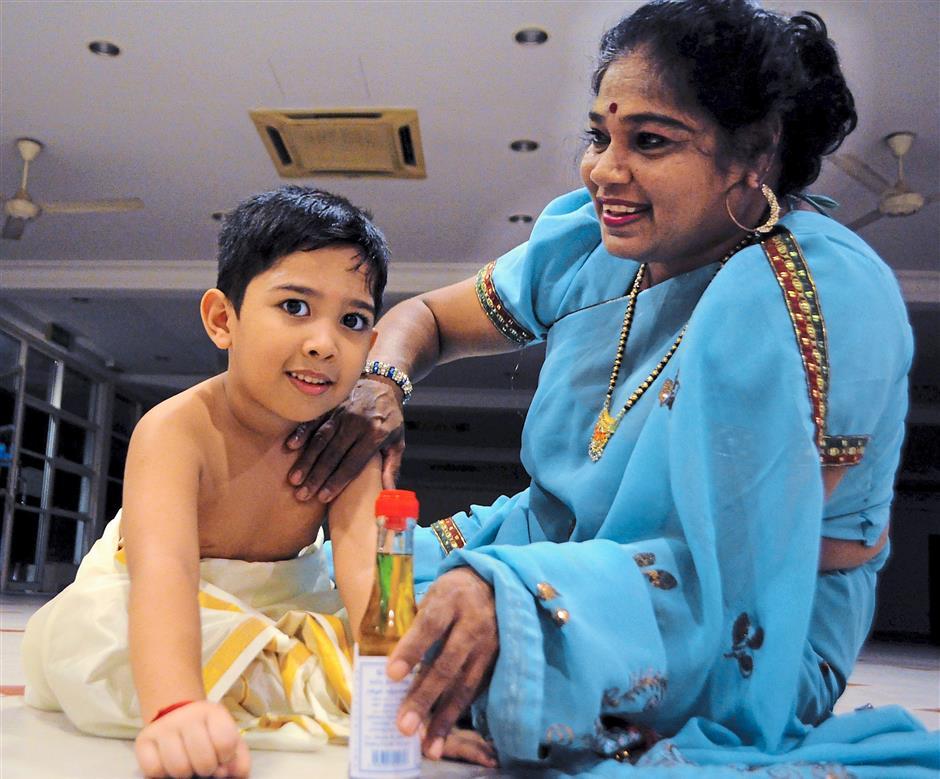 6. A gingelly start to the day- Starting the Deepavali celebrations with an oil bath is believed to be equivalent to having a dip in the Ganges. It is customary for family elders to apply gingelly oil on the heads of children on this day as a sign of blessing.