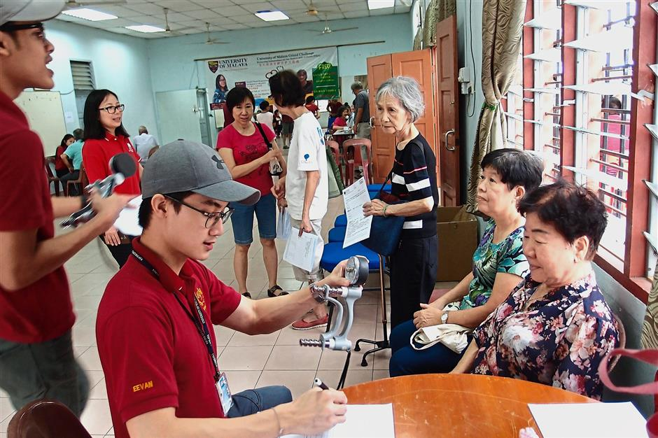 Taman Bukit Maluri residents getting free health checks at an event hosted by the RA in collaboration with Universiti of Malaya Medical Centre.