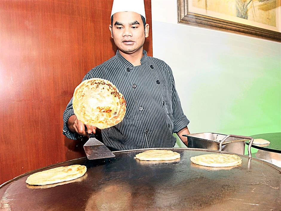 a good roti canai has to be crunchy, flaky and crispy taste on the outside but soft inside