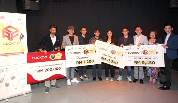 (From fourth left) Souls Impact artistic art director Cross Chin Chun Ket, Now Theatre founder Ling Tang and Poetry Unshelled editor-in-chief Ma Bao Jing receiving the funds at the launch of Cuckoo Create Arts Foundation. With them are (from left) Aanantha, Guan, Zhou, Hoe, Goh and Tan.