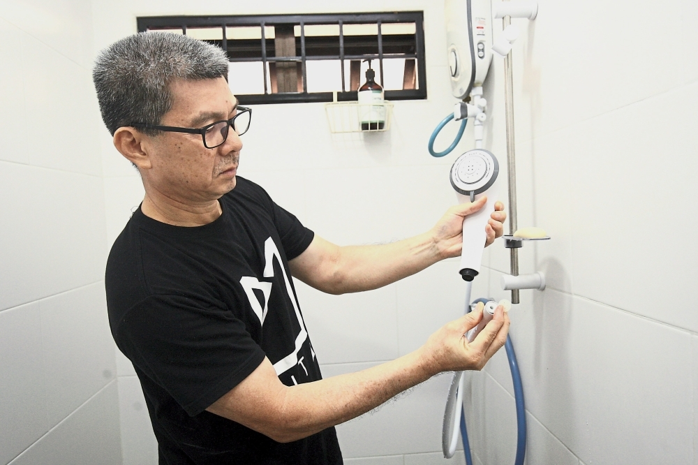 To help steer water savings initiatives among the public, the Water Project, in collaboration with Spark Foundation, has engaged with four communities to instal water thimbles in their house faucets. — Photos: FAIHAN GHANI/The Star