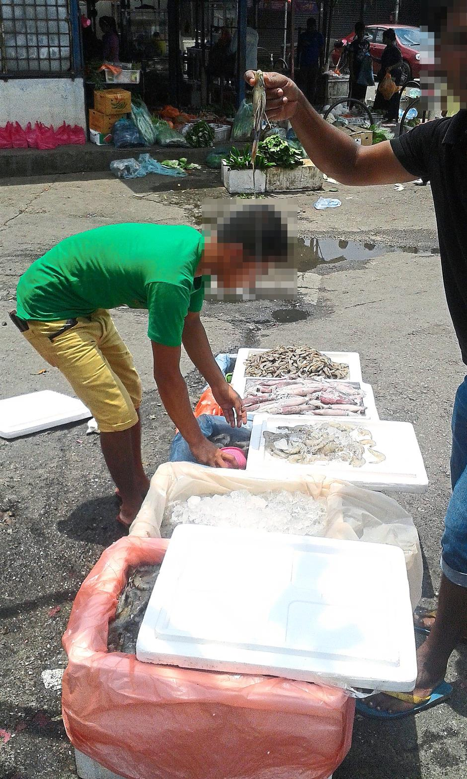 Less than market price: A foreign trader selling freshwater prawns at RM27 per kilogramme at the Selayang wholesale market.