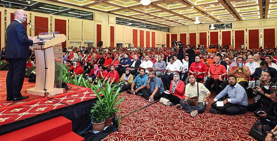 Money talks: Arul speaking at the Majlis Penerangan Perdana briefing session at PWTC.