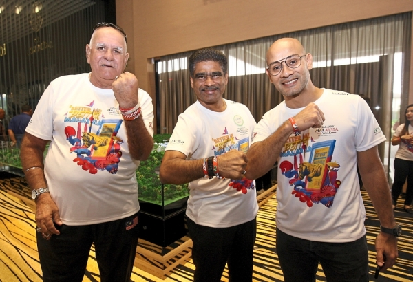 (From left) Former national footballer Datuk Santokh Singh, EcoWorld deputy president and deputy chief executive officer Datuk S. Rajoo and Projek 57 founder Syed Sadiq Albar showing their #AnakAnakMalaysia wristbands.