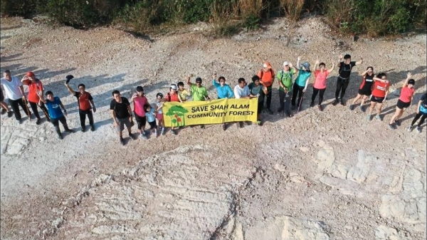 The Shah Alam Community Forest group formed a human chain last weekend to create awareness for the community trail which they have been visiting since 2014.