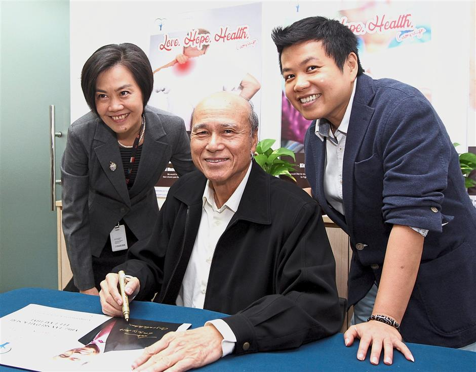 (From left) Chan, Lee and and Ong at the launch of the treatment centre for needy patients under the Love.Hope.Health campaign in Damansara Utama, Petaling Jaya.