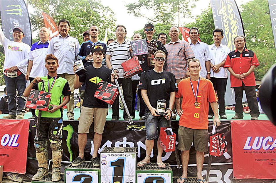The winners   in the Piala TA45 Enduro Challenge 2014 having their group photograph withthe  Pahang Regent Tengku Mahkota Pahang Tengku Abdullah Sultan Ahmad Shah