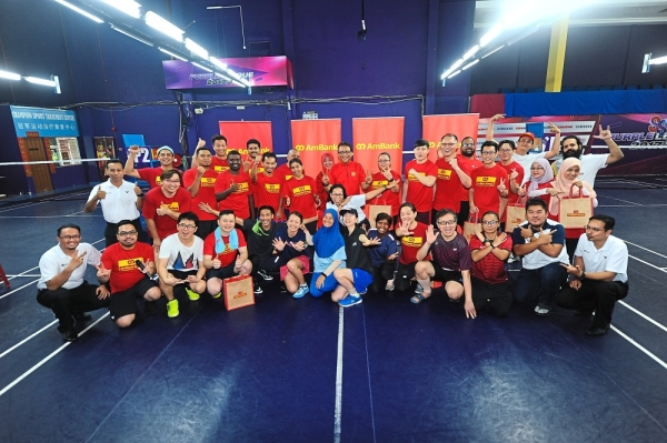 The AmBank Group and StarSports teams posing for the cameras at the Sentosa Sports Arena in Kuala Lumpur.