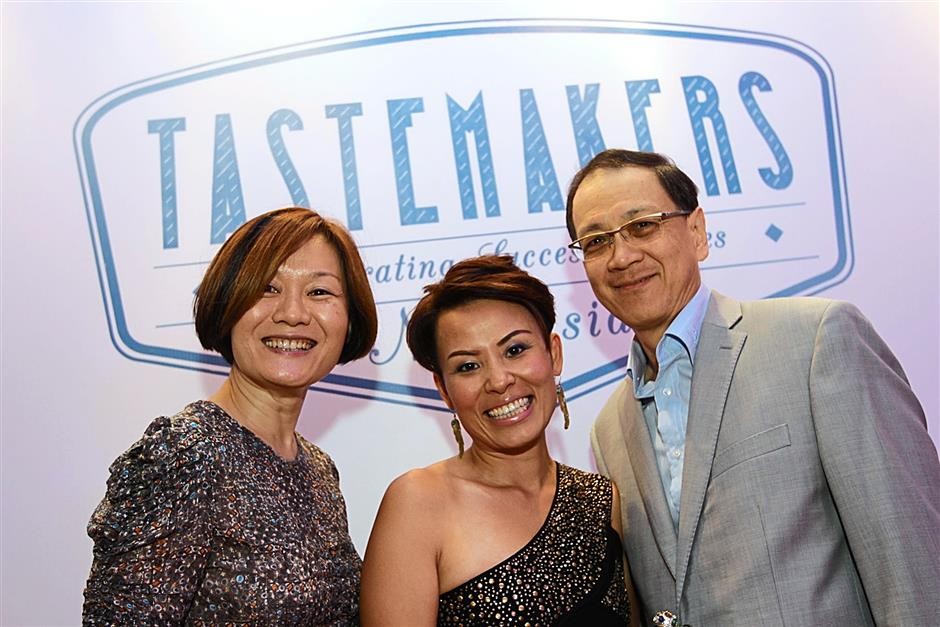 Life Inspired general manager Anne Chan (centre) with Li  Head of Content and programming Janice Cheng (left) and Li executive director Francis Foo.