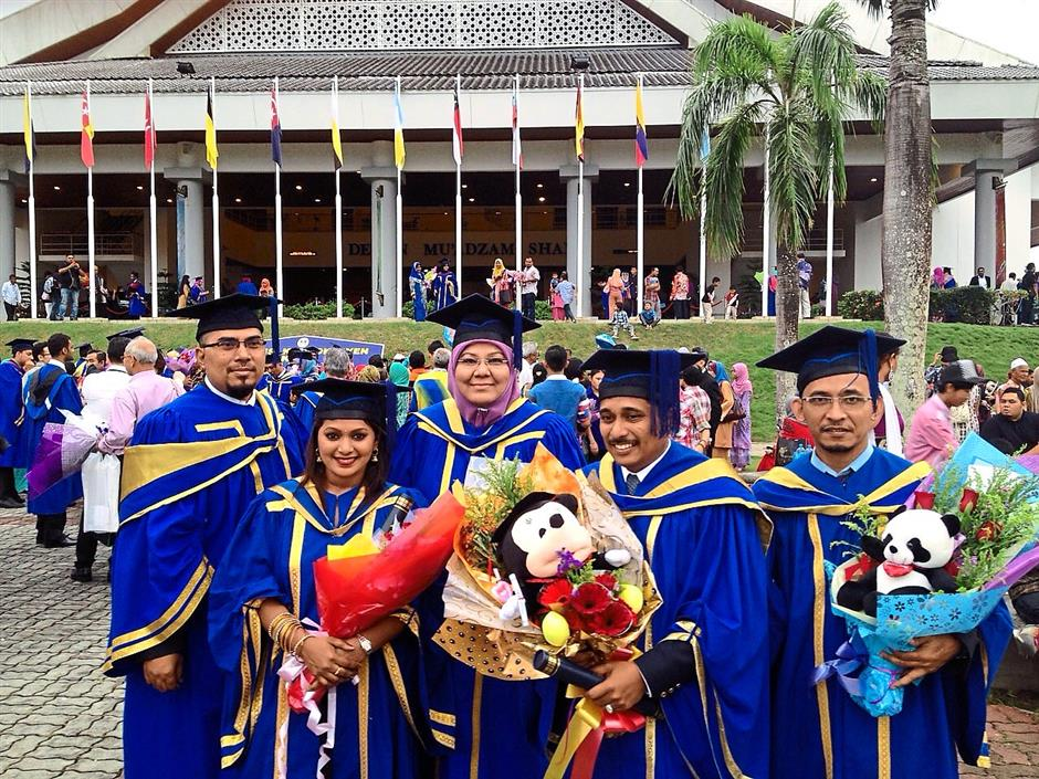 Triumphant day: Some MBA and DBA graduates from UUM who pursued their degrees through Rezzen study centres.