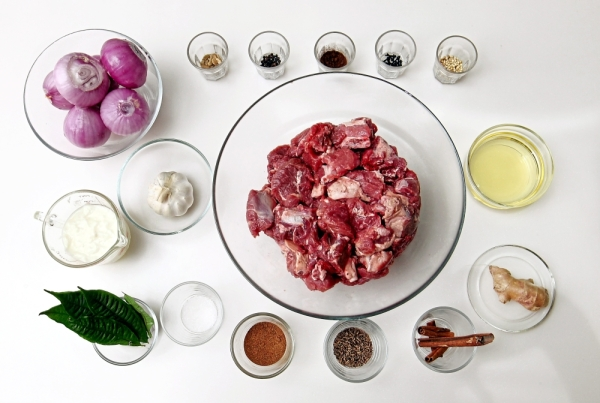 The ingredients to prepare Mutton Roghan Josh include mutton, cinnamon sticks, fresh bay leaves, cardamom, cloves, peppercorns, coriander seeds, onions, cumin seeds, paprika, chilli powder and yoghurt. — Photos: ART CHEN/The Star