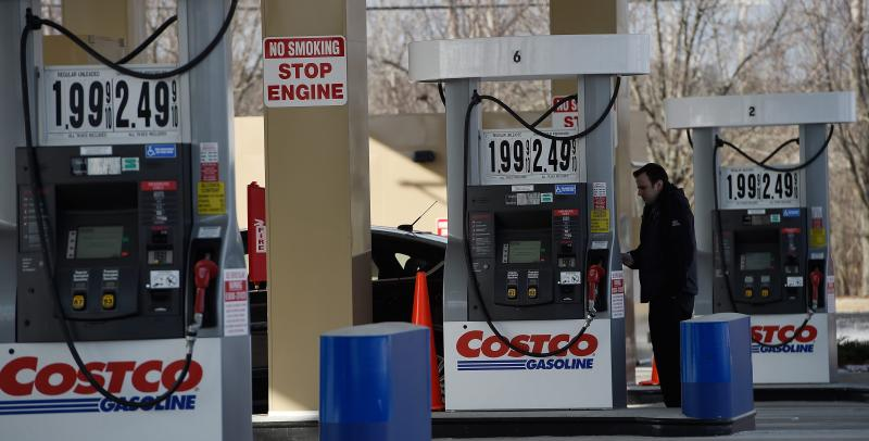 While consumers rejoice, energy companies in the US are taking a beating as prices plummet by more than half since June 2014. Small energy firms say they have been hit faster and harder than most had expected - EPA Photo.