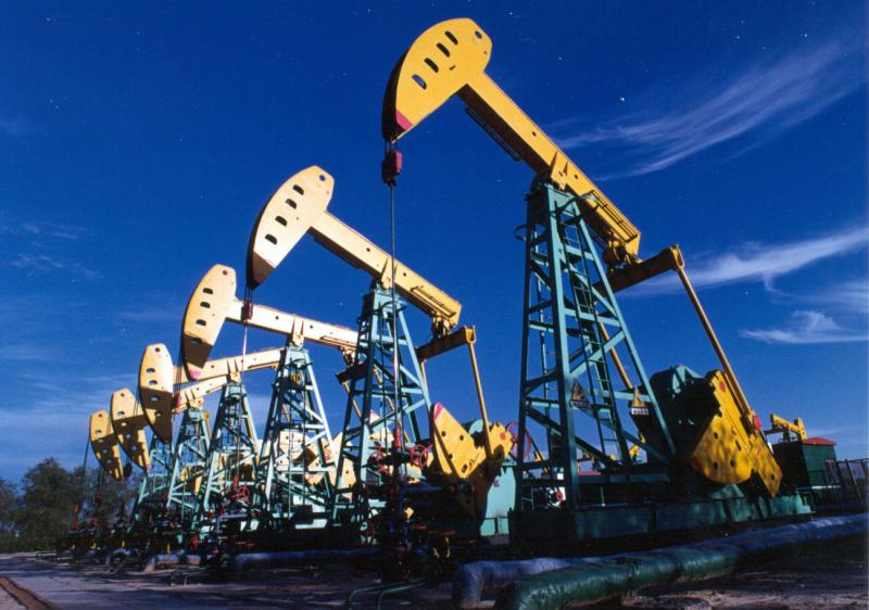 Global oil supply to swamp demand in 2019 despite output