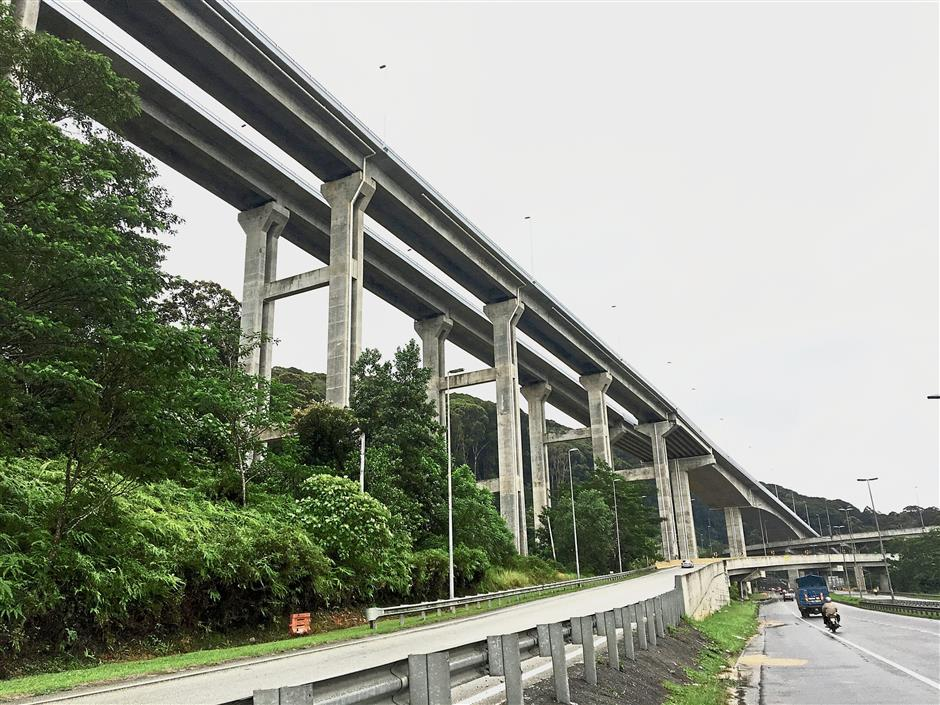 What makes the Rawang-Serendah Bypass unique is its 2.7km elevated stretch that is 58.2m high, which is said to be the highest pole structure in the country. — SIA HONG KIAU/The Star