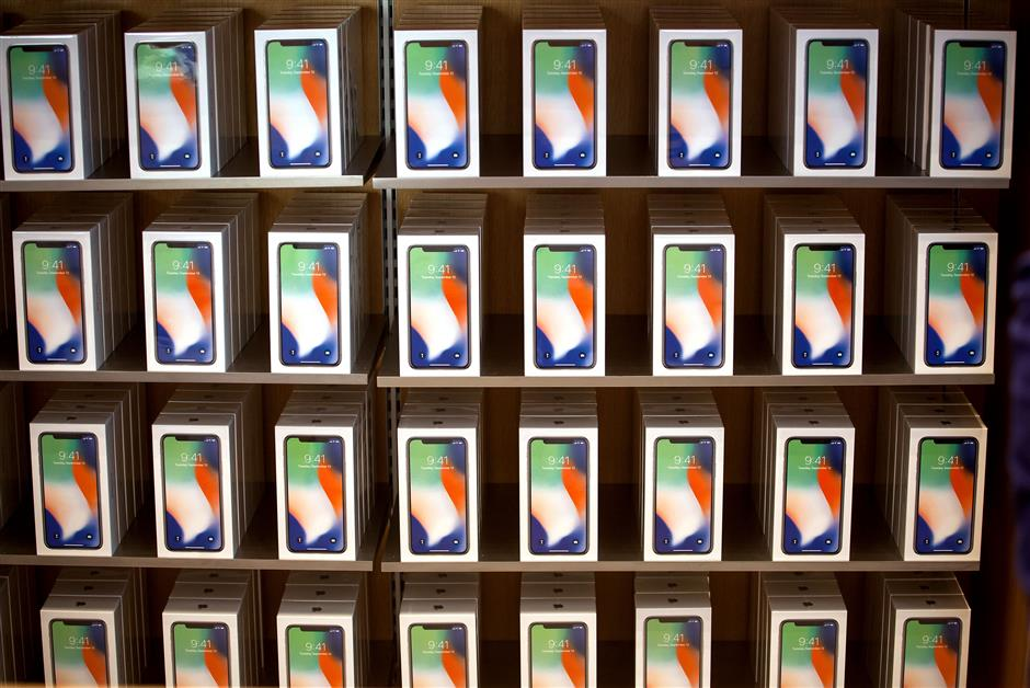Apple Inc. iPhone X smartphones are displayed during the sales launch at a store in New York, U.S., on Friday, Nov. 3, 2017. The $1,000 price tag on Apple Inc.\'s new iPhone X didn\'t deter throngs of enthusiasts around the world who waited -- sometimes overnight -- in long lines with no guarantee they would walk out of the store with one of the coveted devices. Photographer: Michael Nagle/Bloomberg