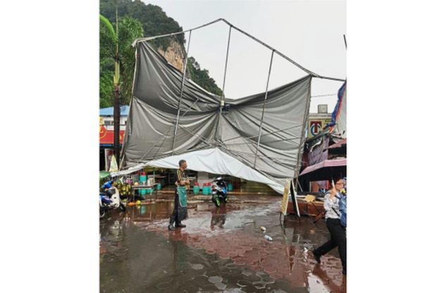 Strong winds blow away tents at Batu Caves | The Star Online