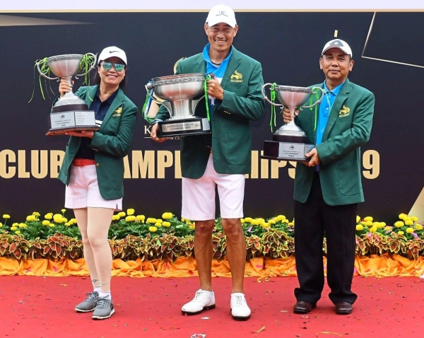 Kota Permai's club champions with their huge trophies (from left) Yee, Chia and Chong.