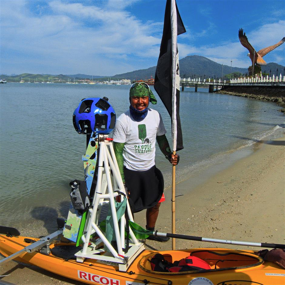 The Paddle For Nature project, a collaboration between Google and the Malaysian Nature Society to document 2,000km of Peninsular Malaysian coastline ended on March 13, with 20-year-old Che Zahiruddin Che Othman stepping out from his kayak, equipped with a custom-made Google Trekker.Photo: Natalie Heng