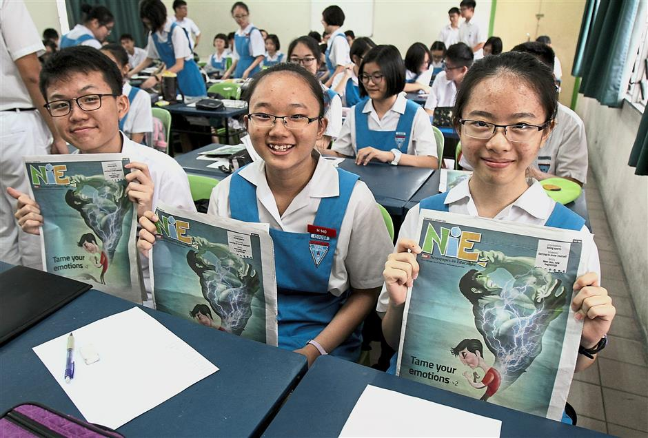 The boys and girls of class Form Four Science Zhong are all smiles as they got a sneak peek at the first NiE issue of the year.