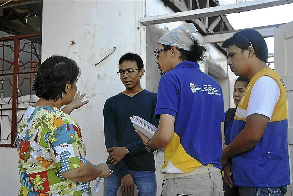 Sprint staff together with its local partner, the Family Planning Organisation of the Philippines, gathering information from communities in need to carry out its sexual and reproductive health programme post Typhoon Haiyan.