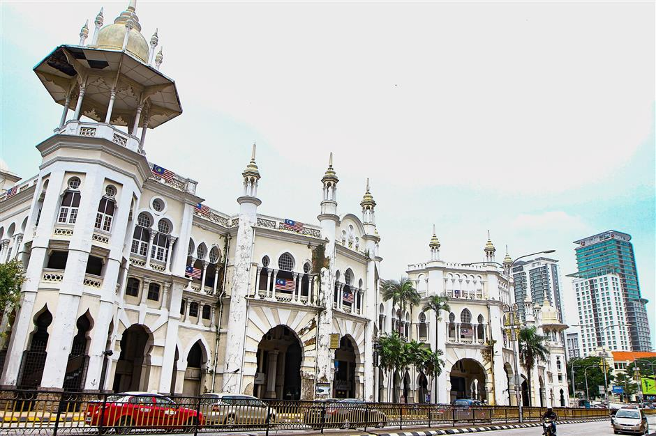 Kuala Lumpur Railway Station was completed in 1910, and is known for its architecture that fuses eastern and western architecture.