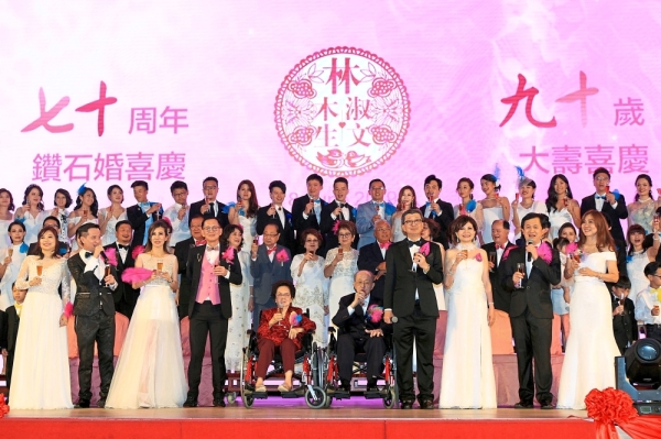 Senior couple Bock Seng and Liew with members of the Lim family at the double celebration. — Photos: LOW LAY PHON/The Star