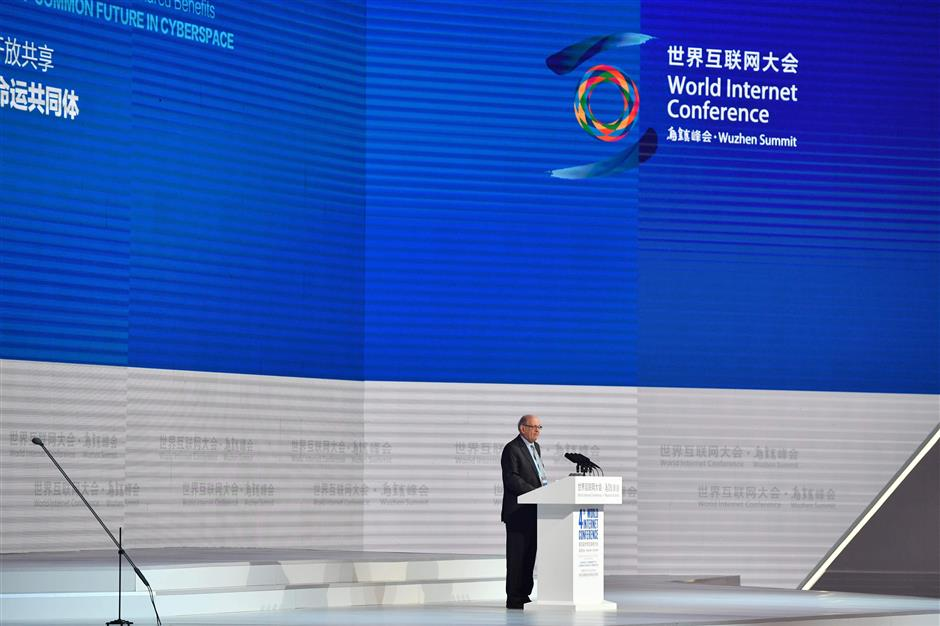 US computer scientist Robert Kahn speaks during the opening ceremony of the 4th World Internet Conference in Wuzhen in China\'s eastern Zhejiang province on December 3, 2017. The conference is held in Wuzhen from December 3 to 5. / AFP PHOTO / - / China OUT