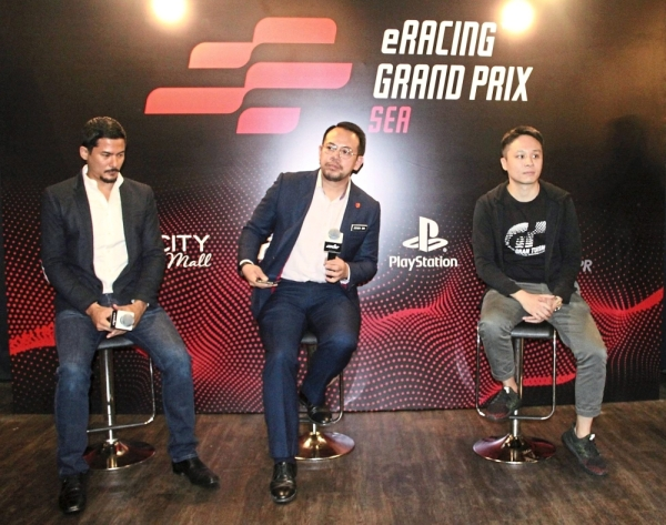 (From left) Yoong, Sim and Sony Interactive Entertainment Singapore public relations head Ian Purnomo at a press conference.