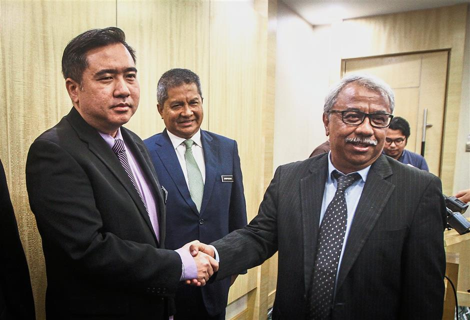 Welcome aboard: Loke (left) congratulating Dr Nungsari ??at Putrajaya. Looking on ?is ?Transport Ministry secretary-general Datuk Seri Saripuddin Kasim?.