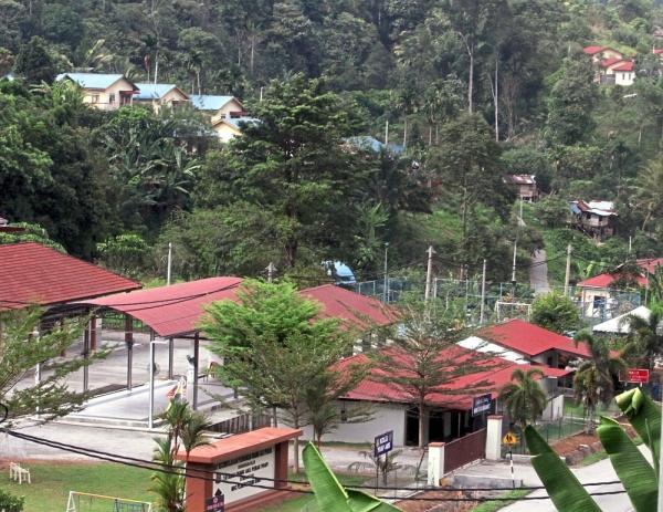 Kampung Kerawat is one of the orang asli villages located along the Perak and Cameron Highlands border.