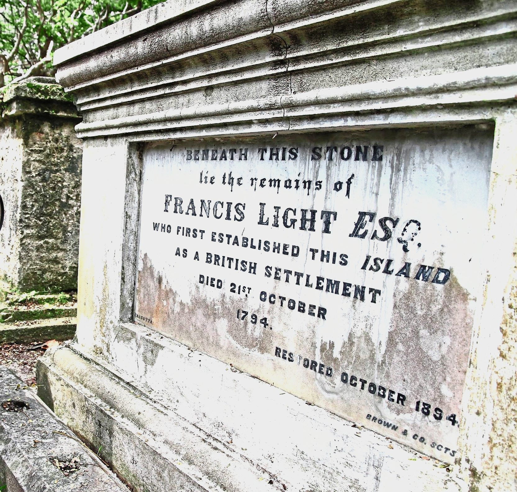 Among the notable ones is Captain Francis Light, who was buried here in 1794.