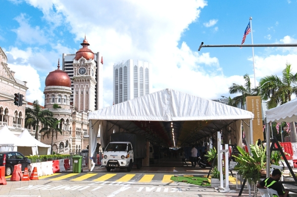 The Ramadan bazaar along Jalan Raja has a tent to shelter traders and visitors from the harsh weather. — Photos: ART CHEN/The Star