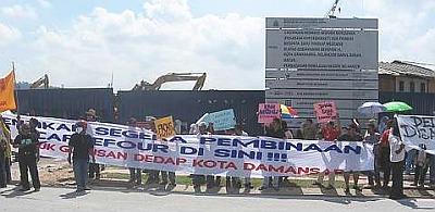 m_02protest