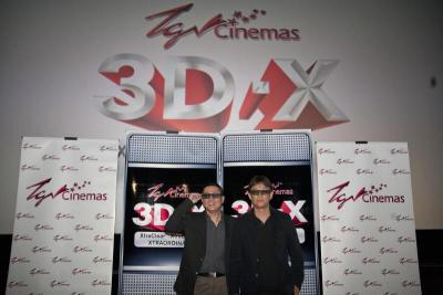 <b>A team:</b> Wong with managing director, 20th Century Fox Films Malaysia and Indonesia Chow Will Pin.
