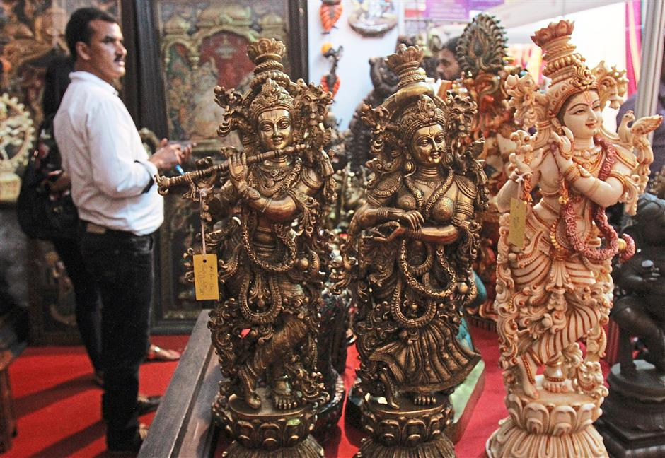 Artisans Chennai specialises in unique show pieces including life-size statues and swings.
