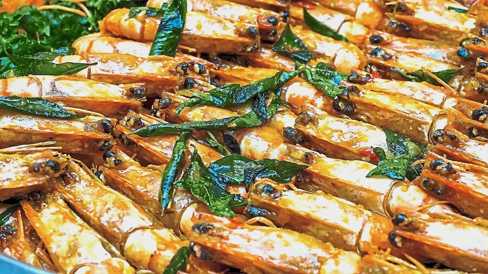 Guests can feast on prawns at Grand Paragon Hotel Johor Baru.