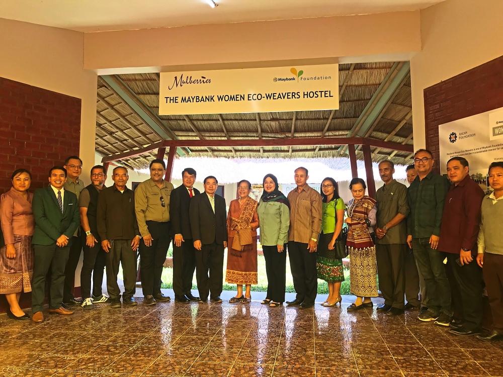 Representatives from Maybank, Laos government and bank, and Malaysian embassy at the hostel launching.