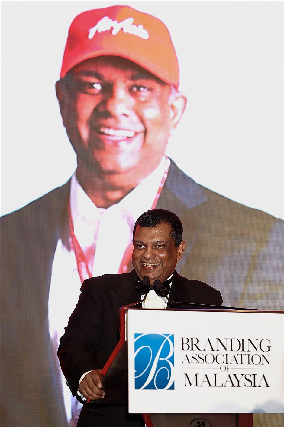 (Right) Fernandes delivering his speech after receiving the Nation Builder Tribute.