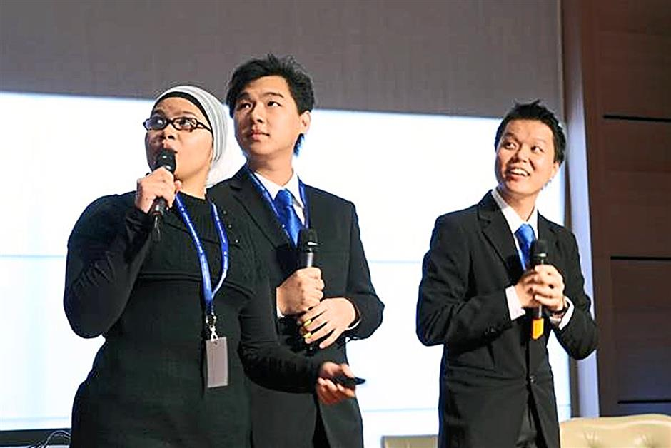Anthony (middle) with his team mates making their presentation when they represented Malaysia at the L'Oréal Brandstorm international finals in June 2008 in Paris, France.