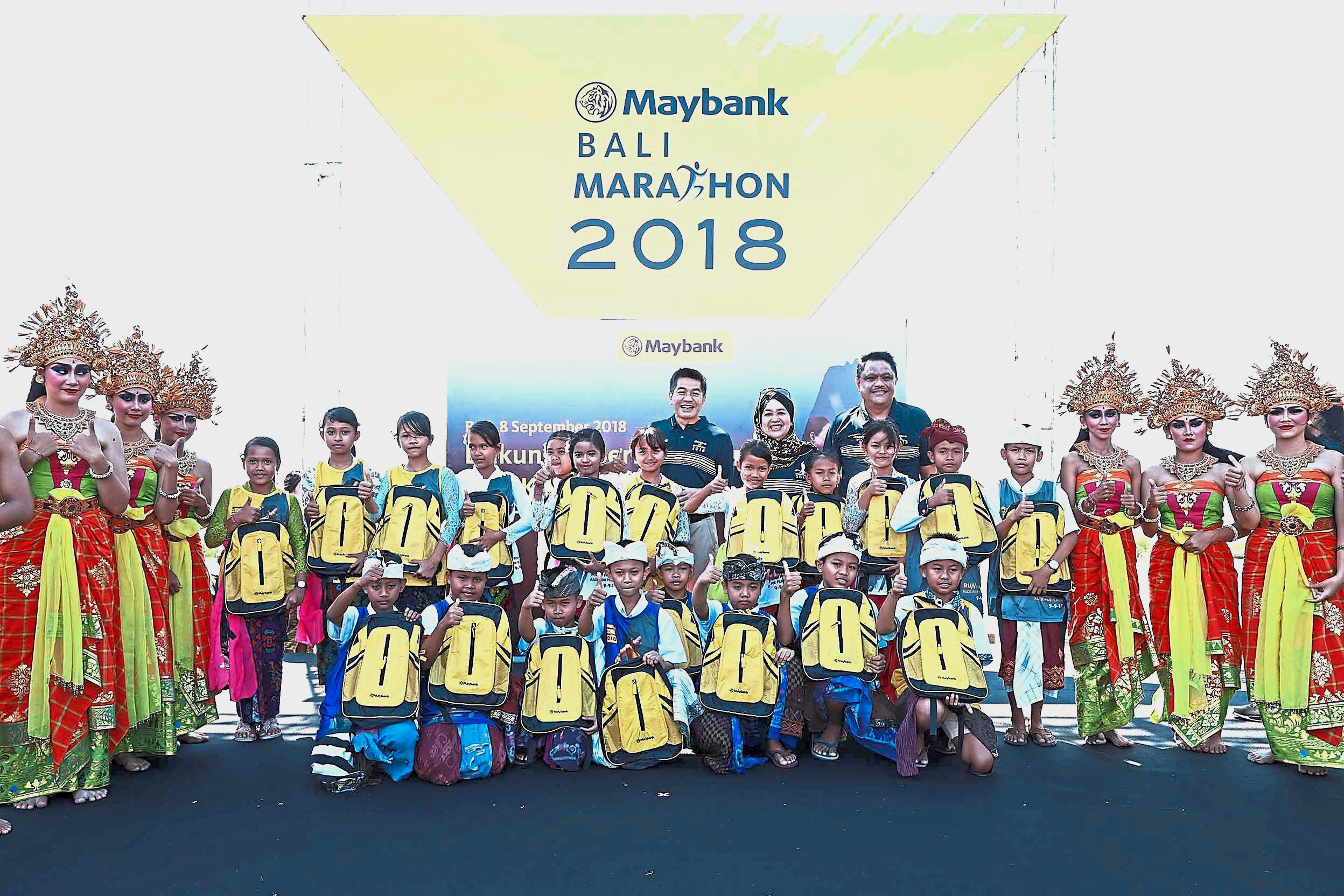 Maybank roped in 4,500 students and 172 teachers to help out along the race route. They extended their support to earthquake victims in the form of cash 350mil rupiah (RM100,000) for the Lombok rehabilitation programme.
