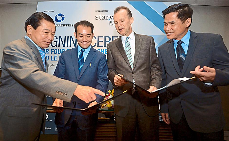 (From left) Tan Sri Lee Shin Cheng, executive chairman of IOI Properties Group; Lee Yeow Seng, CEO of IOI Properties Group; Abbott; and Stephen Ho, president, Asia Pacific of Starwood Hotels & Resorts at the announcement of the new hotels.