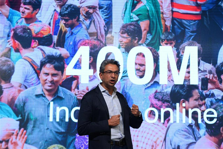 Vice-president of Google for South East Asia and India Rajan Anandan speaks during the launch of the Google \'Tez\' mobile app for digital payments in New Delhi on September 18, 2017. / AFP PHOTO / SAJJAD HUSSAIN