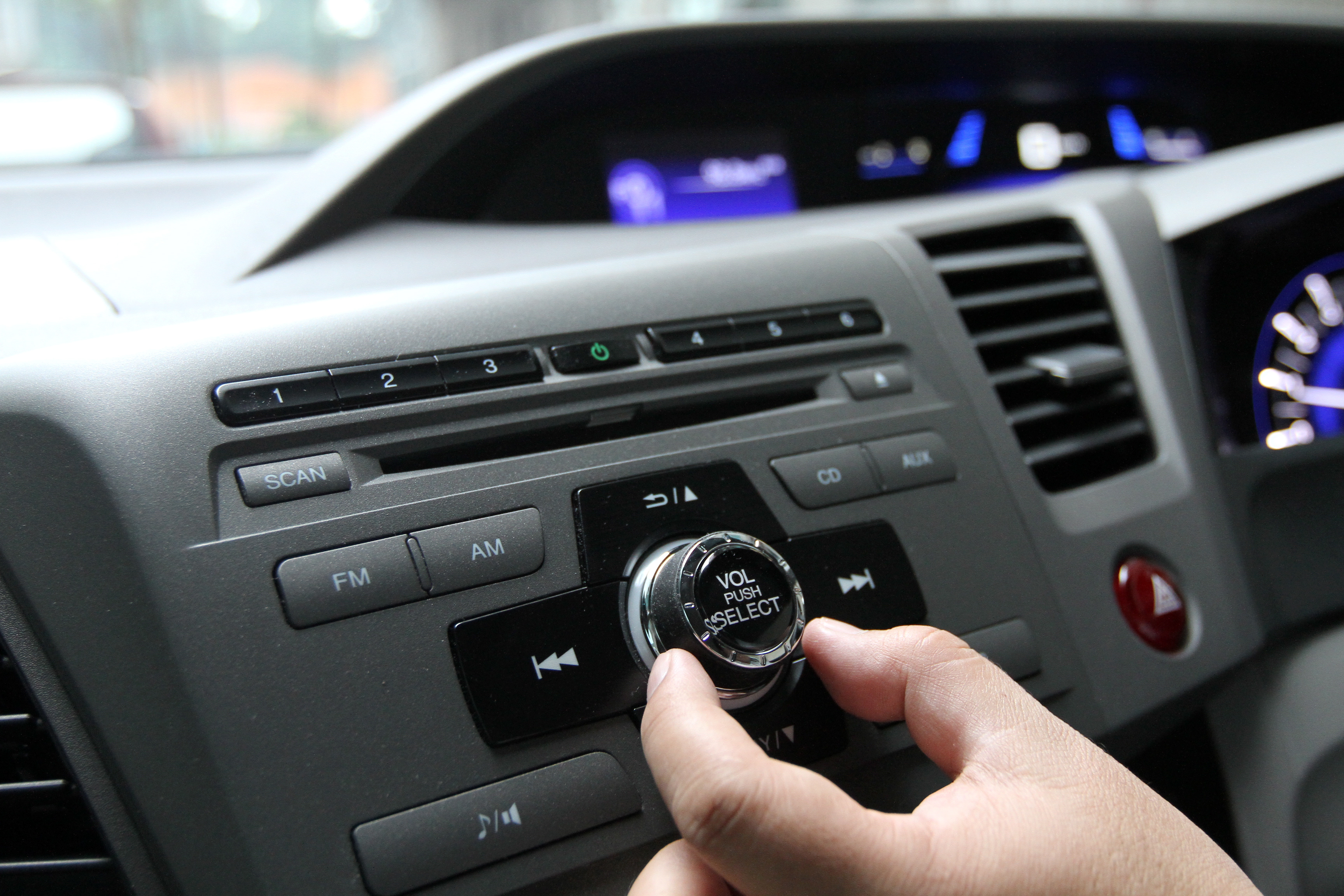 More Malaysians now listen to radio during rush hour | The