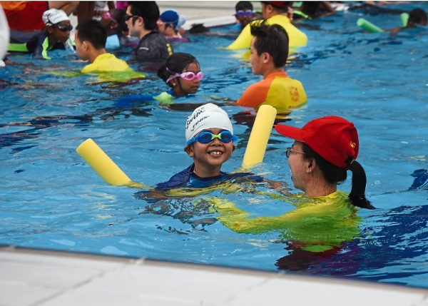 Participants learning swimming styles.